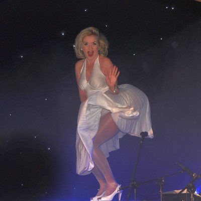 Marilyn-entertains-at-Vegas-Night-Peacock-Dreams-photography